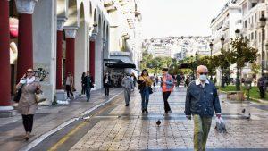 Λοιμωξιολόγοι: Όχι διαδημοτικές και άνοιγμα λιανεμπορίου σε Θεσσαλονίκη, Αχαΐα, Κοζάνη